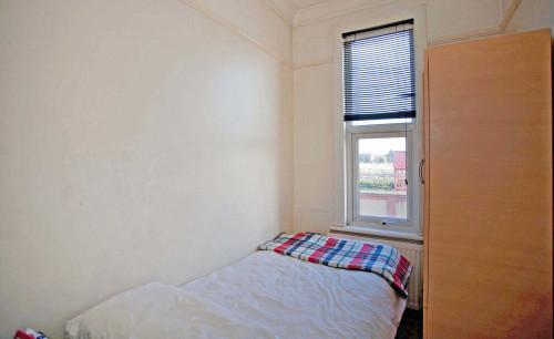 Room 3 - Single/Single - Gallery - 3