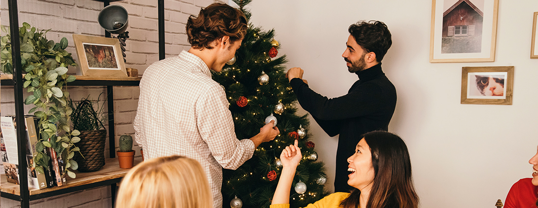 10 Essential & Funny Topics to Discuss at Christmas